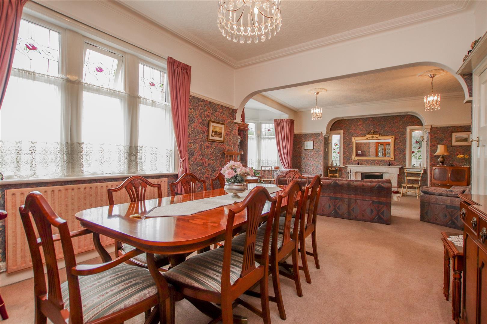 5 Bedroom Detached House For Sale - 39.JPG